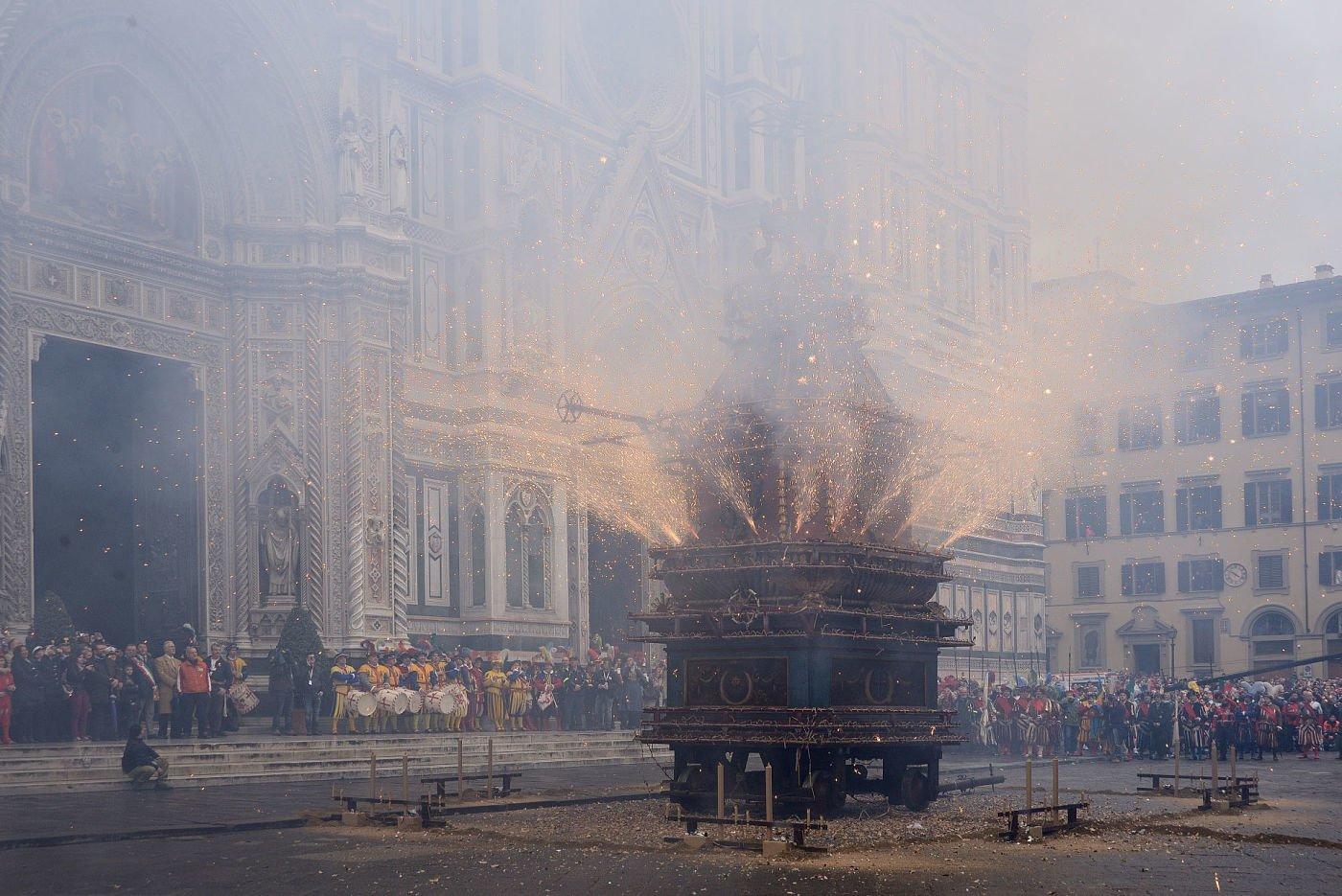 Shpërthimi i qerres Një traditë fiorentine